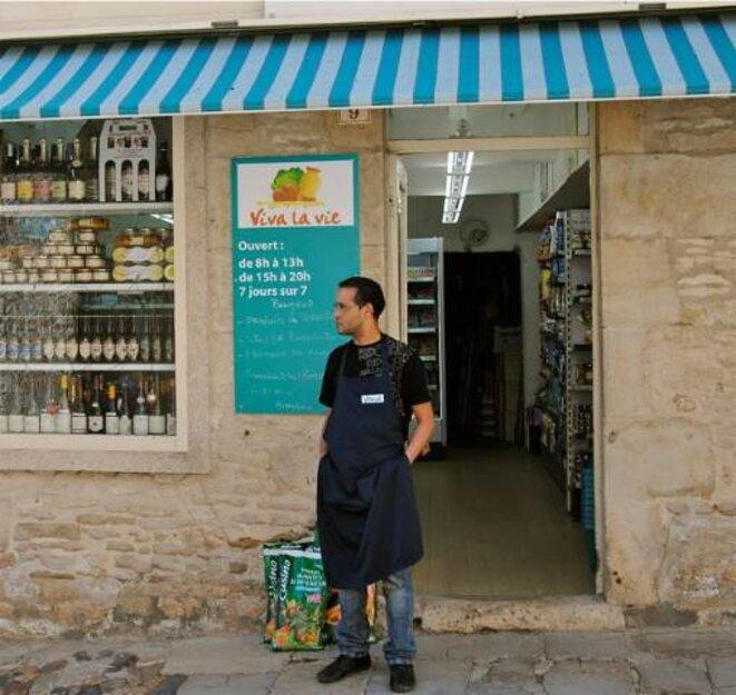 Bachir, devant son épicerie © A. D.