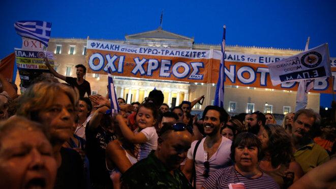 Lundi 29 juin au soir, manifestation devant le parlement grec. © Reuters