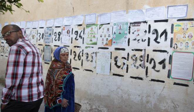 Affichage électoral à Kasserine, jeudi 23 octobre. © REUTERS/Zoubeir Souissi.