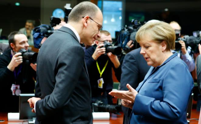 Angela Merkel le 19 décembre à Bruxelles, en conversation avec l'Italien Enrico Letta. © Conseil européen.