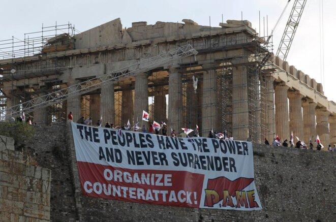 Devant le Pathénon, 27 juin 2011. © Reuters