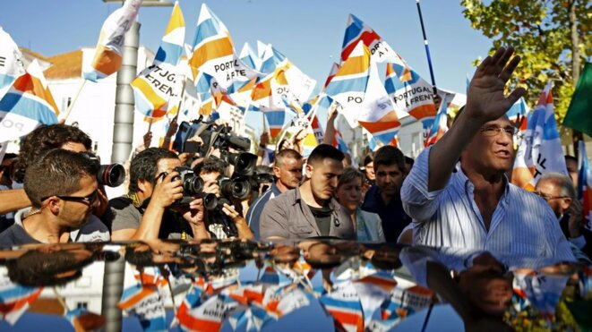 Le premier ministre portugais, Pedro Passos Coelho, en campagne, le 22 septembre près de Lisbonne. © Reuters.