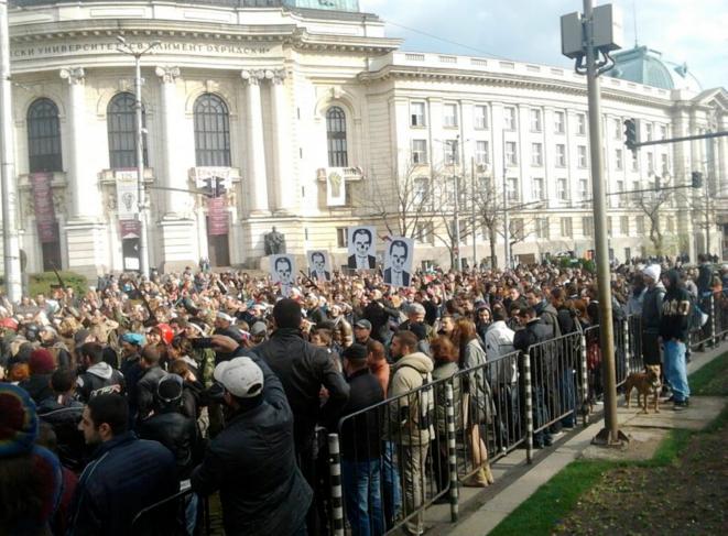 Mercredi 20 novembre, mouvement contestataire devant l'Université Saint Climent d'Ohrid à Sofia.