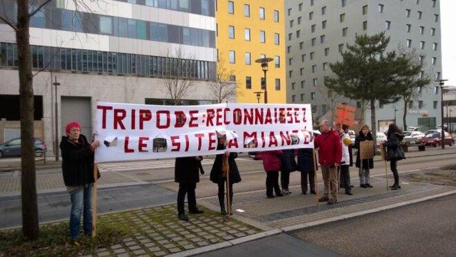 Banderole lors de la manifestation du 27 février 2014
