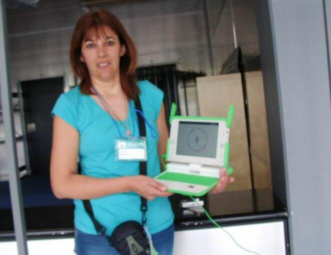 """Photo d'une enseignante Uruguayenne impliquée dans le projet """"OLPC"""" © DC"""