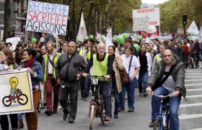 Des milliers de chercheurs ont convergé vers Paris