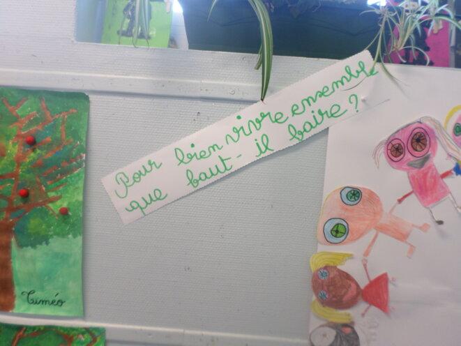 Dessin d'enfants à l'école maternelle © LD