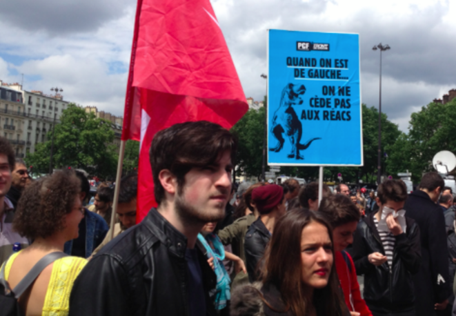 Manifestation anti-FN, sur le parvis de l'opéra Bastille © S.A