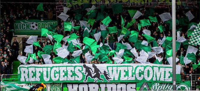 «Réfugiés, bienvenue»: une banderole dans un stade de foot allemand, ce week-end.