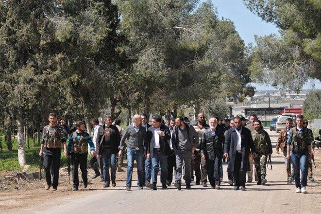 Ghassan Hitto entre en Syrie sous l'escorte du chef de la brigade Liwa al-Tahwid