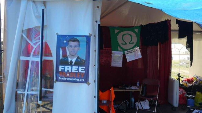 """En défense de Bradley Manning dans le """"village"""" de la Quadrature à Ohm"""
