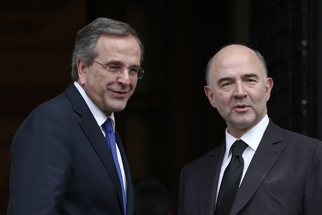 Le premier ministre grec Antonis Samaras accueille le commissaire européen Pierre Moscovici à Athènes, le 15 décembre © Reuters
