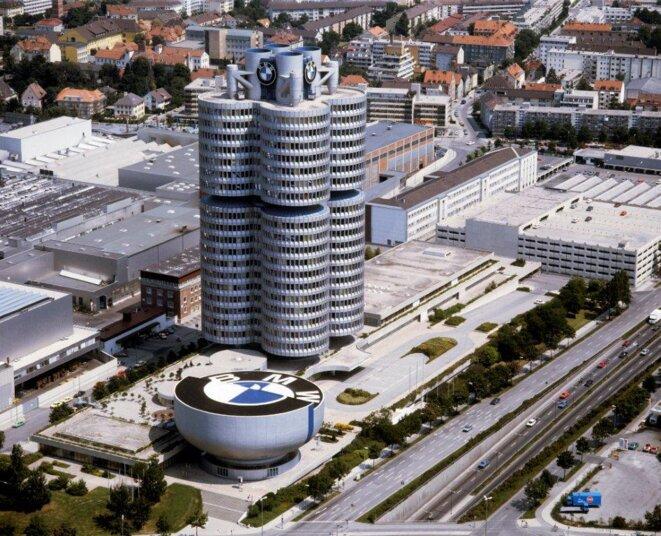 Vitrine de la Bavière moderne, la centrale munichoise de BMW © BMW