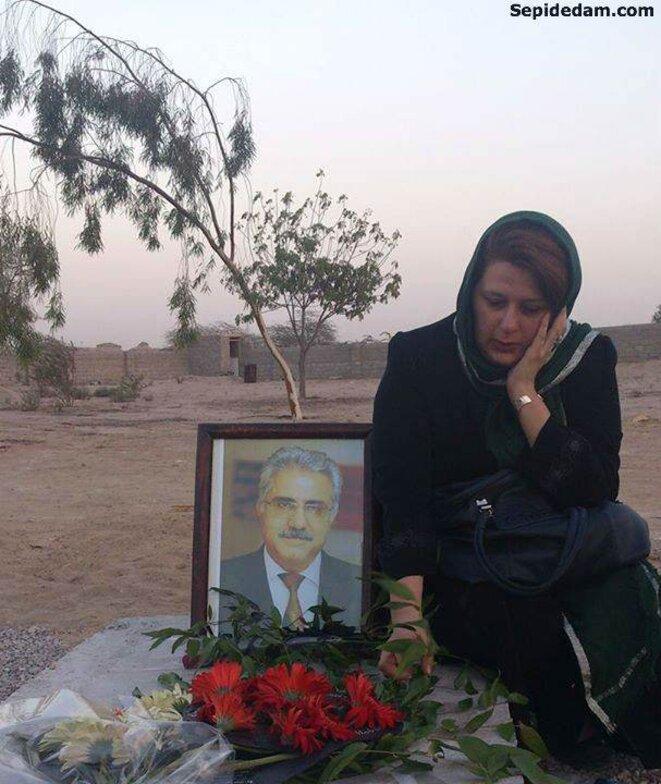 La tombe d'Ataollah Rezvani, citoyen de confession Bahaï, assassiné chez lui