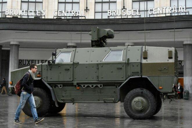 blindé au centre de Bruxelles 21 Nov 2015 © AFP