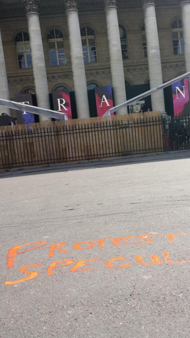 Protest Specul devant la Bourse de Paris © JJMU