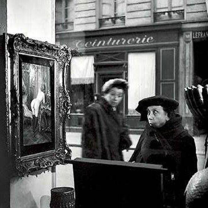 Robert Doisneau – Tableau de Wagner dans la vitrine de la galerie Romi, rue de Seine, Paris VI – 1948