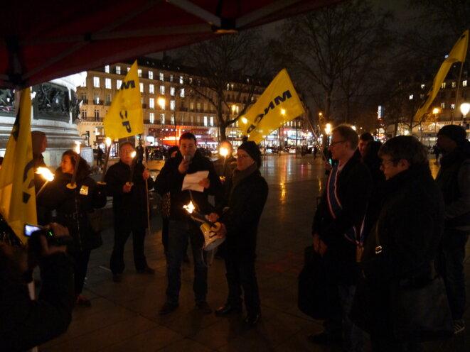 Place de la République, Paris, mardi 27 janvier 2015, conférence de presse aux flambeaux © Robert Crémieux