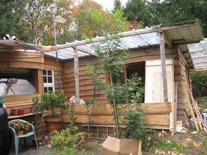 Une cabane plutôt qu'un HLM pour Nadège T., ouvrière agricole. © E. Berthaud.