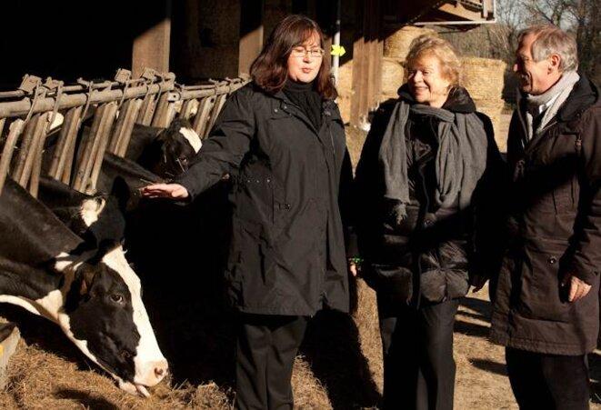 Eva Joly & José Bové avec Stéphanie Clouet, agricultrice, en pays d'Auge. 3/02/12. © Thomas Haley