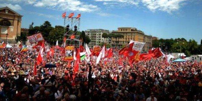 Manifestation des ouvriers métallurgistes italiens, le 18 mai, sur la Piazza San Giovanni à Rome (AFP photo / Filippo Monteforte