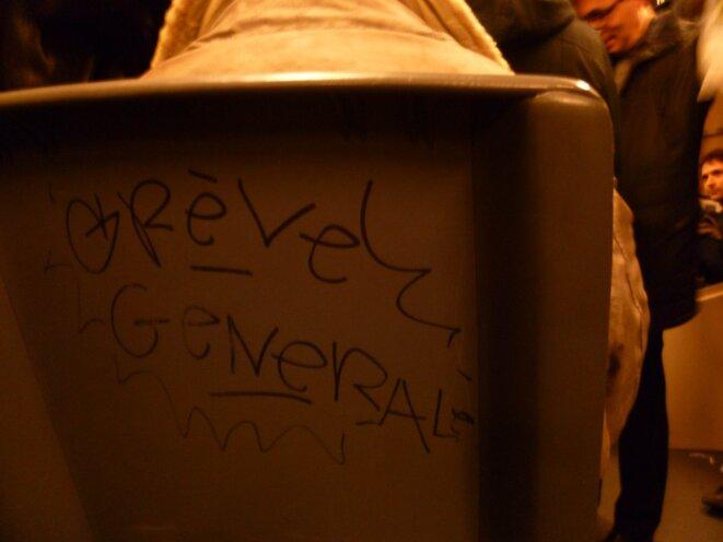 Graffiti dans le panier à salade...