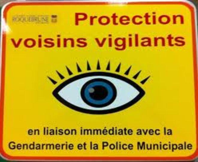 Panneau type signalant le dispositif « Voisins vigilants », dans une commune des Alpes Maritîmes.s