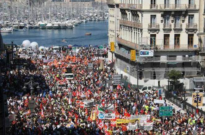 Manifestation pour les retraites à Marseille. 8 millions de personnes sont descendues dans la rue à la rentrée 2010.