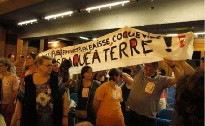 Lors du conseil municipal du 6 juin, les manifestants sont empêchés de dérouler leur banderole de soutien au Méliès