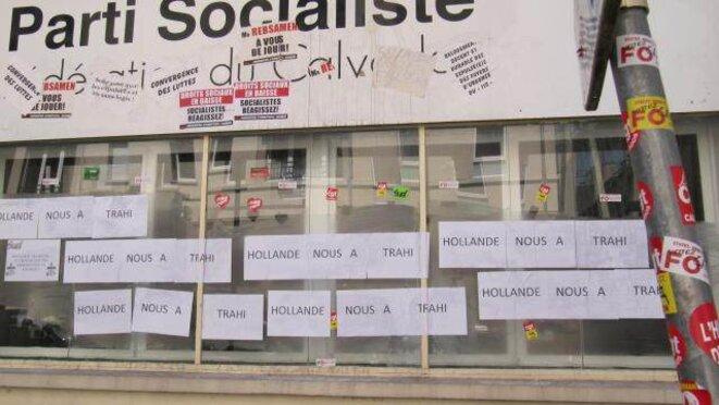 Les siège du PS à Caen revu et corrigé par les cheminots en grève (photo Ouest France)