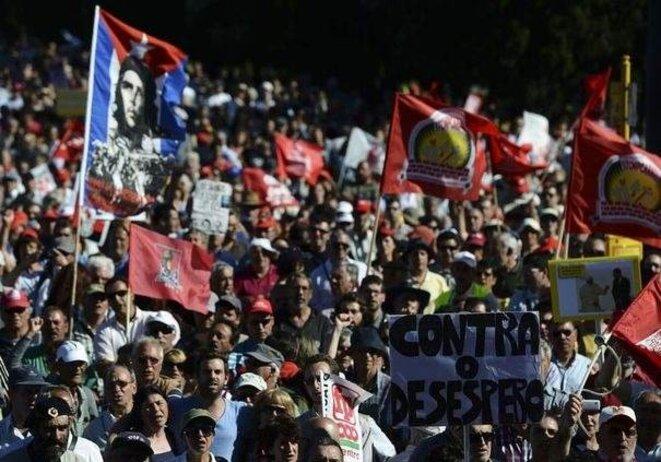Des dizaines de milliers de portugais ont manifesté le 25 mai pour réclamer la démission du gouvernement