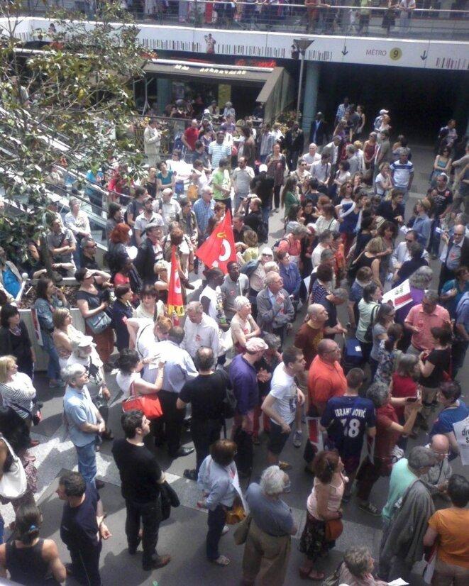 Les manifestants se rassemblent devant le Méliès avant de partir dans les rues de Montreuil