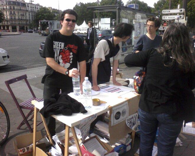 Tous les soirs depuis le 20 mai, les indignés français se rassemblent à la Bastille.