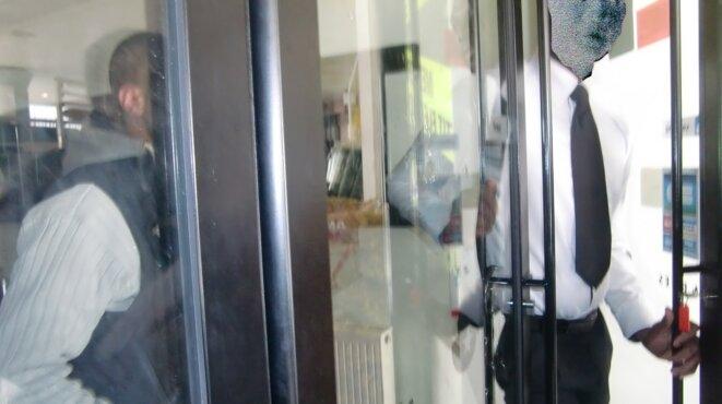 Pendant la grève, le cinéma Méliès est gardé par des vigiles