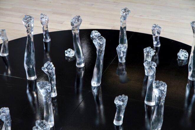 """Axelle Remeaud, """"Apparaître"""", 2015, résine, leds, socle en bois, 125x125 cm"""
