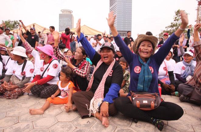 Des manifestants protestent contre la loi LANGO à Phnom Penh, fin juillet 2015 © Eléonore Sok-Halkovich