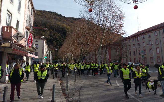 """Manifestation des """"Gilets jaunes"""" à Foix en Ariège"""