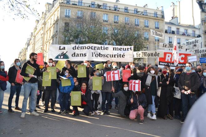 Des salarié·e·s de Mediapart à la manifestation de Paris !