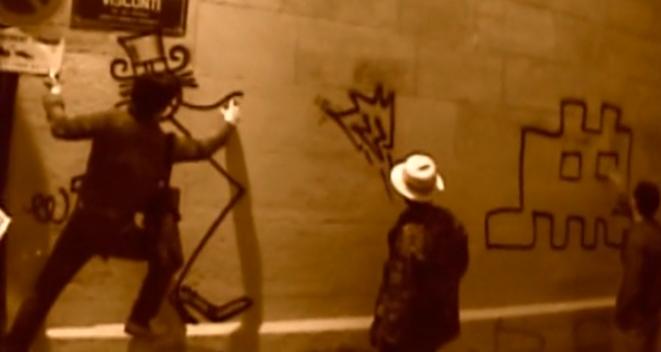 André, Zevs et Space Invader dans une rue de Paris, filmé par Mr Brainwash © Banksy