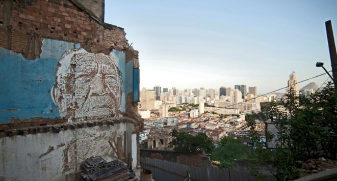 Favela Morro da Providencia - Rio de Janeiro (2012)  © Alexandre Farto (Vhils)