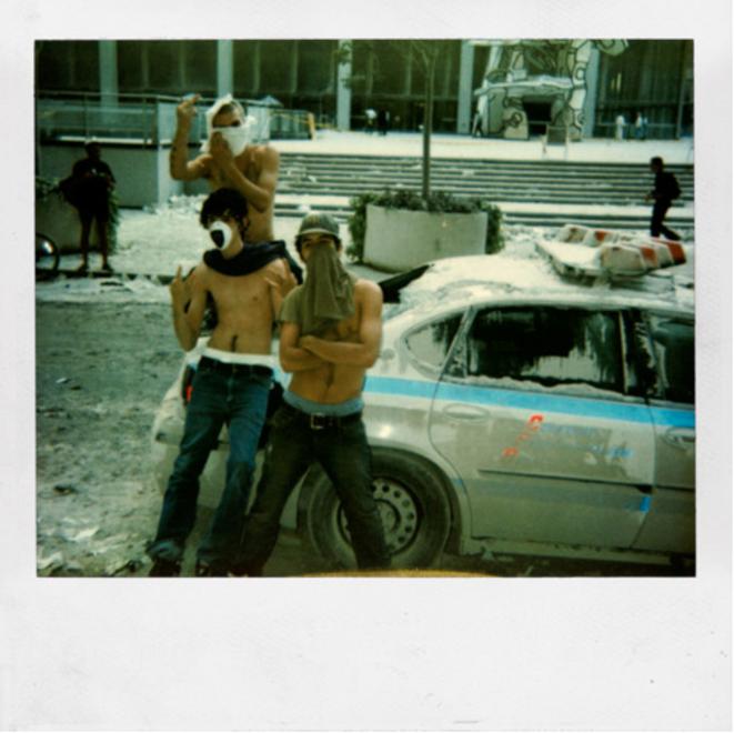 Ryan McGinley et son crew en rodéo dans NYC le jour de l'attaque du 11 septembre 2001 © Dash Snow - Polaroïds book