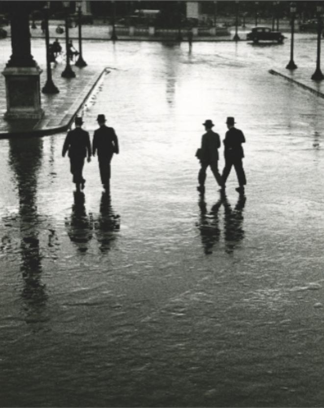 Place de la Concorde Paris, 1928 André Kertész Épreuve gélatino-argentique Tirée dans les années 1970 25,2 x 20,3 cm Collection Robert Gurbo