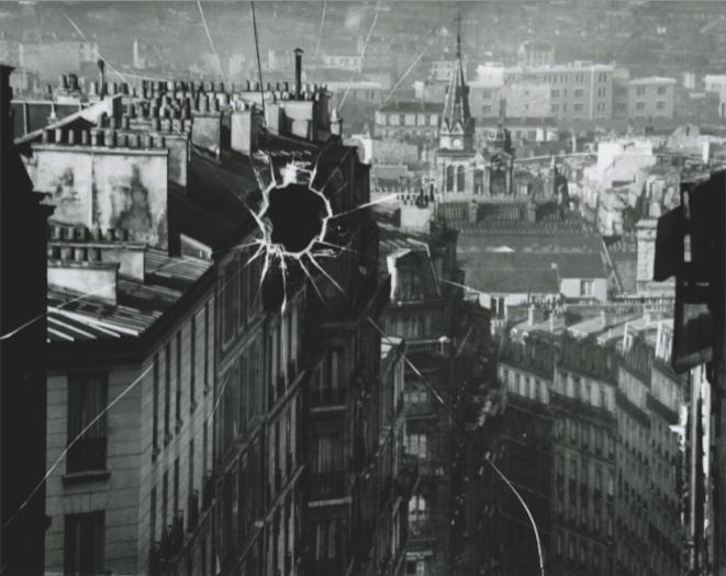 La Plaque cassée 1929 André Kertész Épreuve gélatino-argentique, tirée dans les années 1970 20,3 x 25,2 cm Courtesy Attila Pocze, Vintage Galéria, Budapest