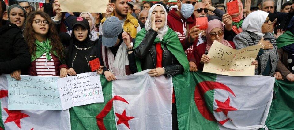 Algérie: un an et toujours la révolution