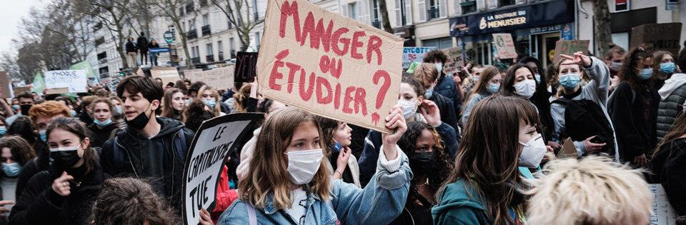Macron « président des jeunes »: l'imposture