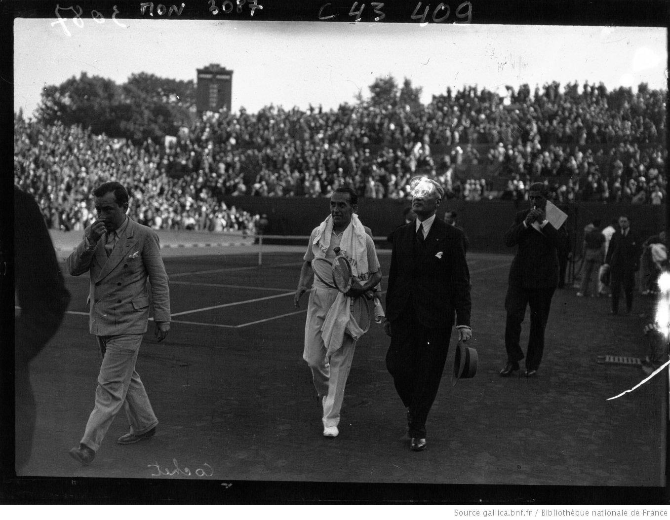 Henri Cochet pendant la campagne de coupe Davis 1932 (Bibliothèque nationale de France)