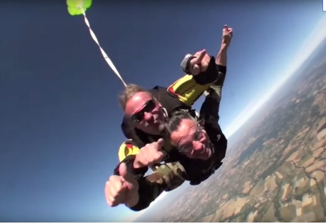 Reynie_parachute.jpg