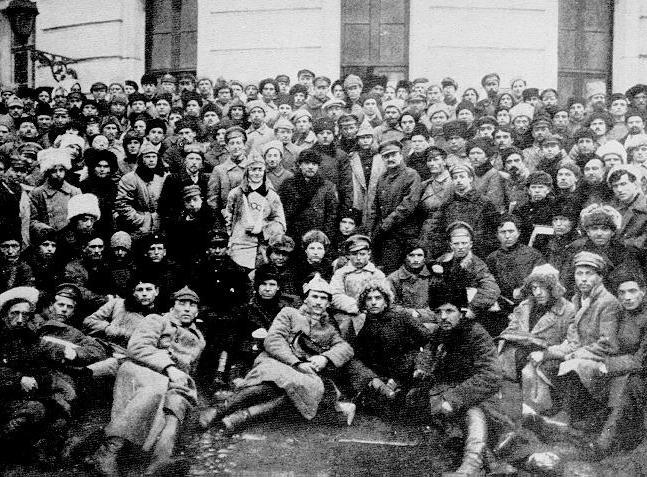 Trotzki_and_Lenin_in_Petrograd_1.jpg