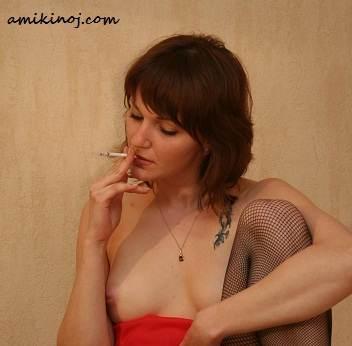 je suis amoureux.. d'une cigarette... toute la sainte journée.. Elle me colle au bec..