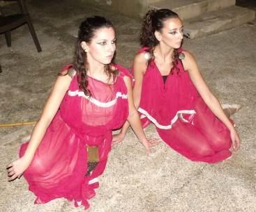danseuses assises